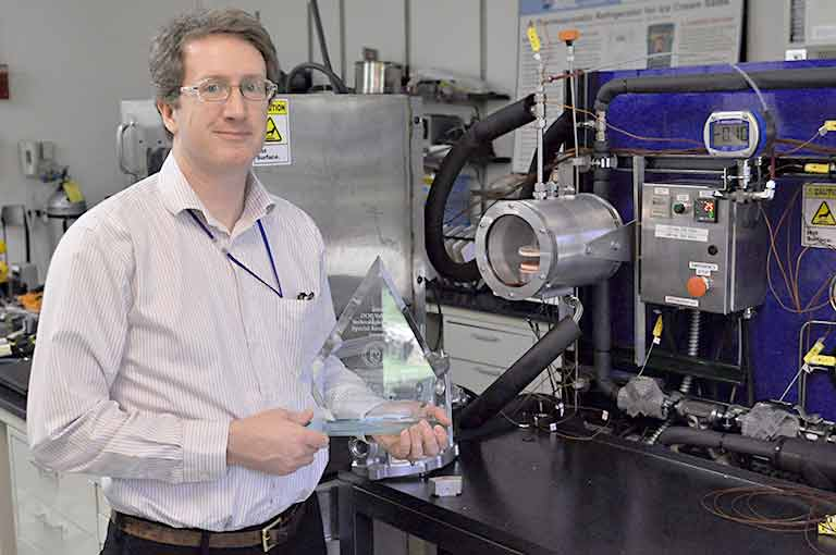 NREL senior engineer and researcher Kevin Bennion receives an R&D 100 Award.