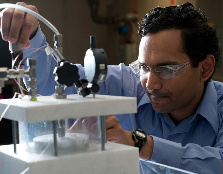 Sreekant Narumanchi First NREL Researcher to Win an ASME K-16/EPPD Clock Award