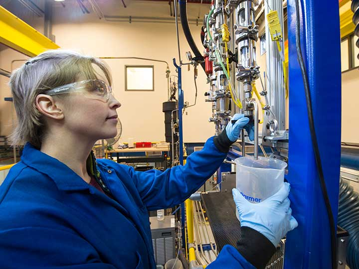 Researcher works in NREL lab.