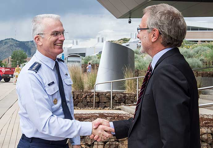 Air Force General Paul J. Selva, Vice Chairman of the Joint Chiefs of Staff, is welcomed to NREL by Director Martin Keller.